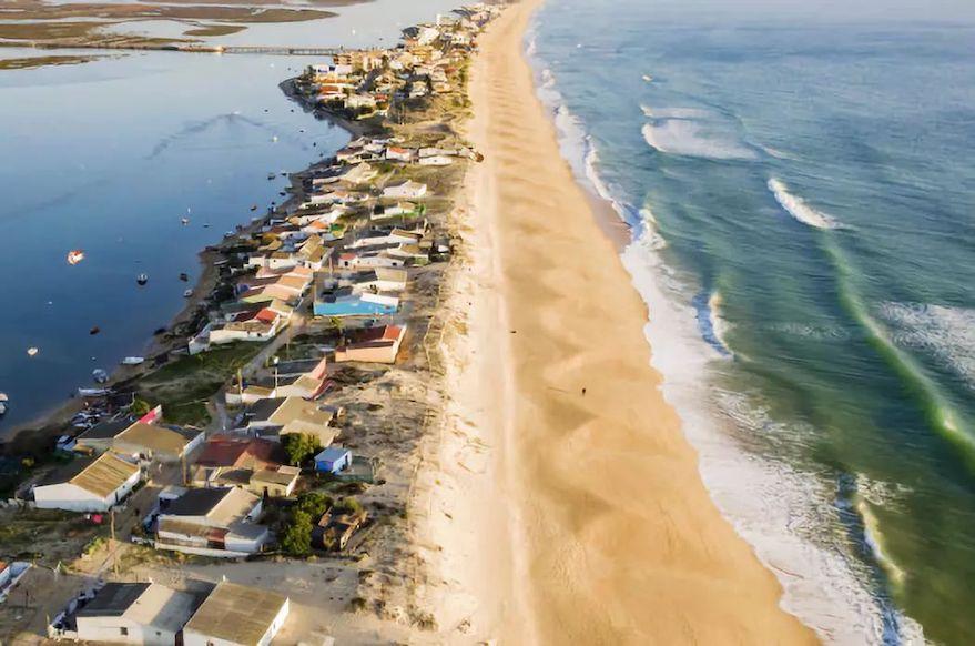 水上运动适宜型海滩: 葡萄牙法鲁 Praia de Faro 海滩.jpeg
