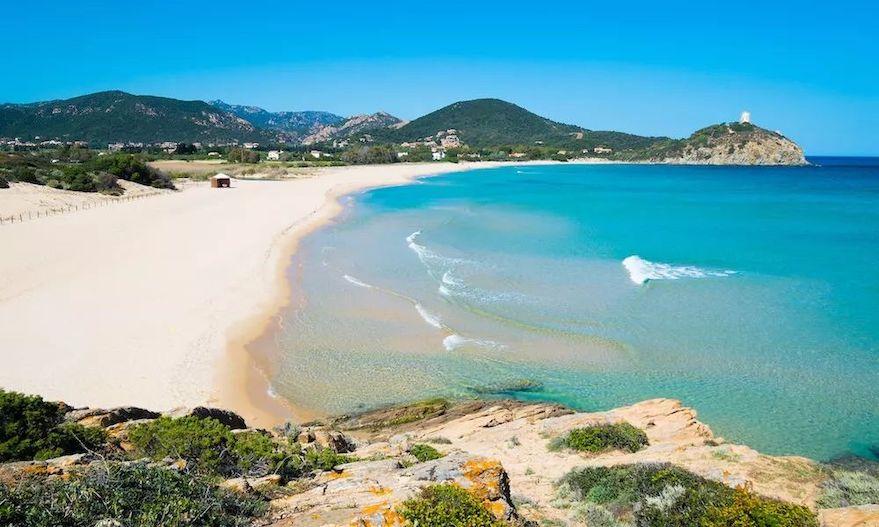 意大利的海边沙滩: 撒丁岛拜亚家 (Baia Chia) 海滩.jpeg